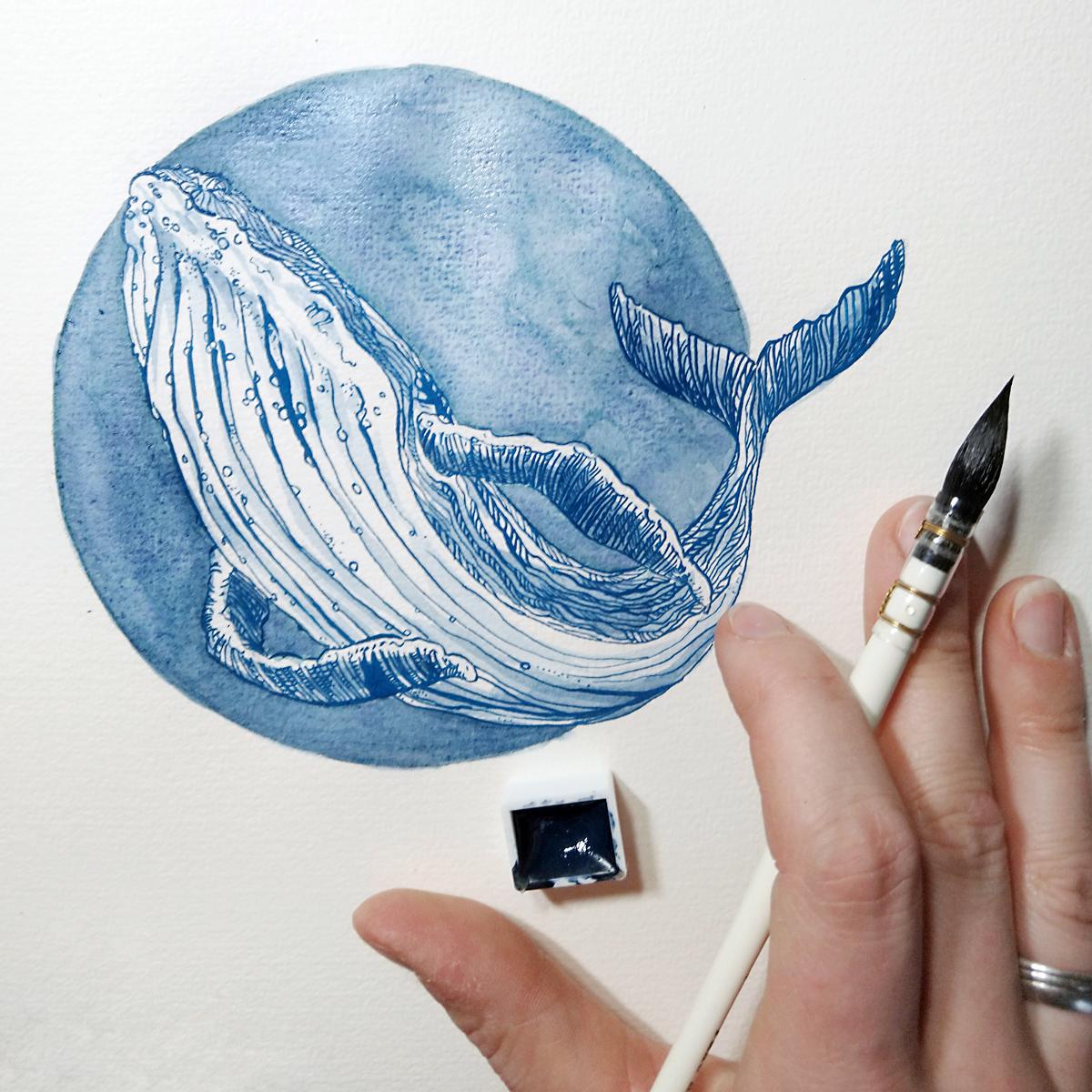 Der Buckelwal aus Acryltinte mit dem Hintergrund aus stark granulierender Aquarellfarbe.