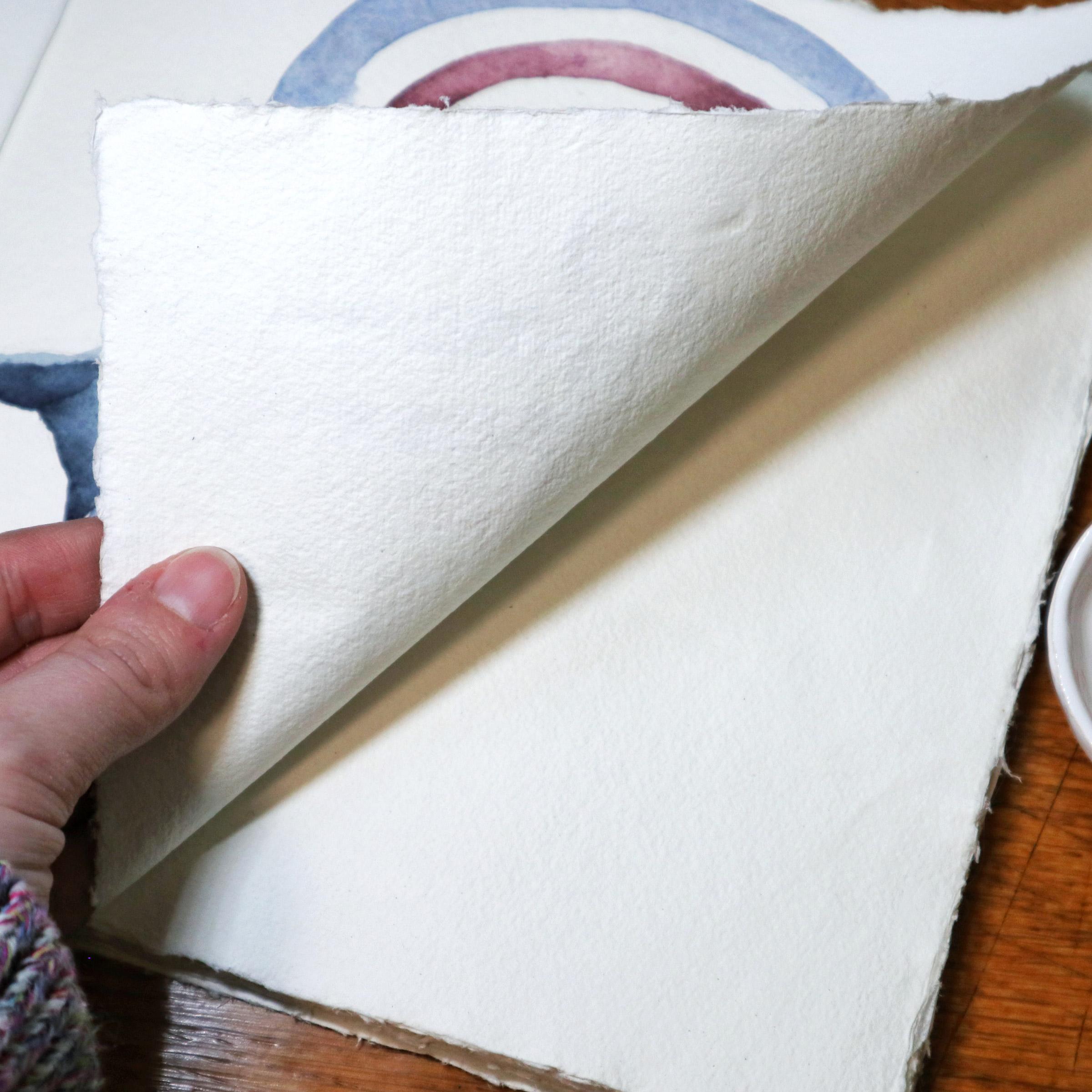 Nach dem Trocknen sind keine Wellen mehr auf dem Papier zu sehen.