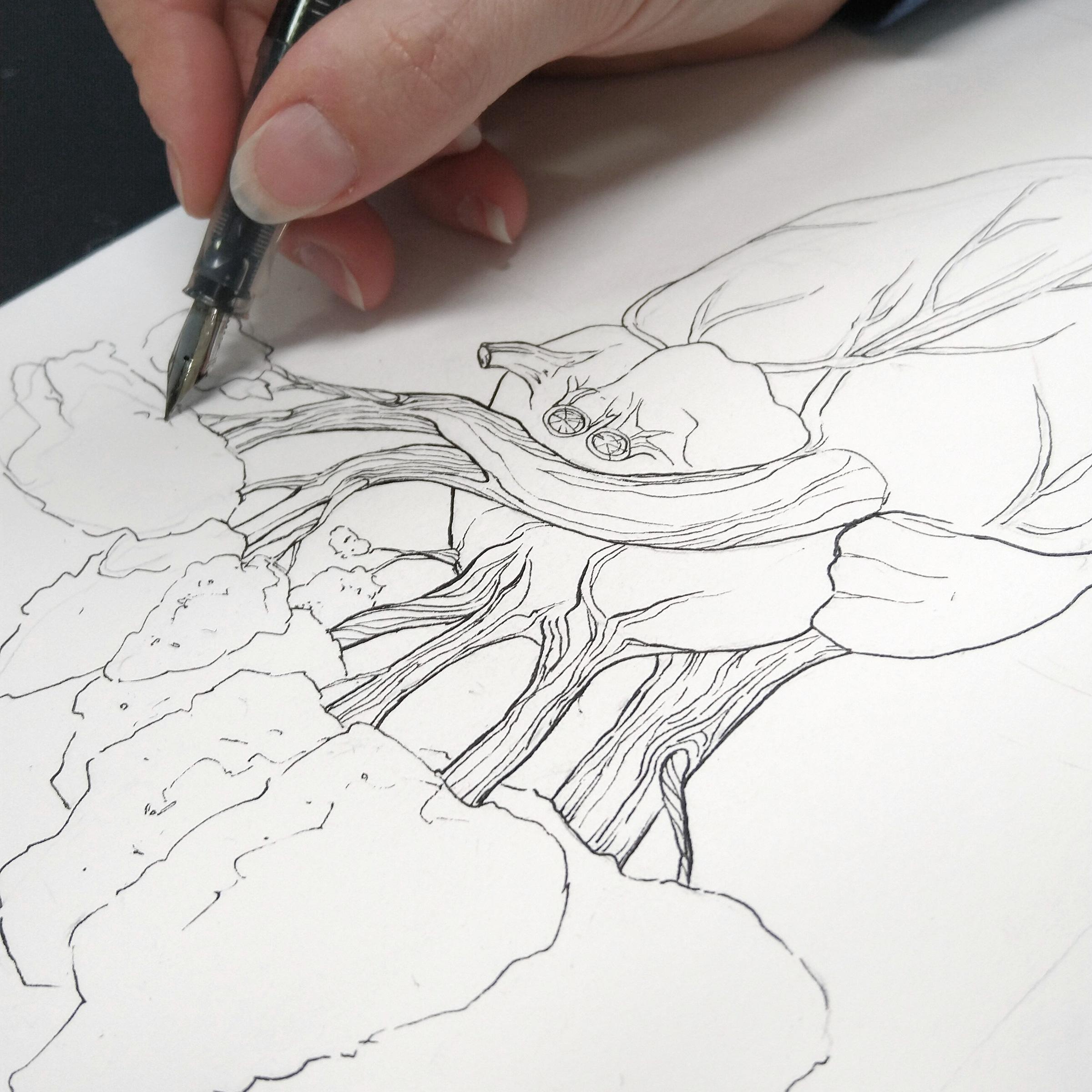 Feine Linien mit Wasserfester Tinte im Füller für die Baumstämme.