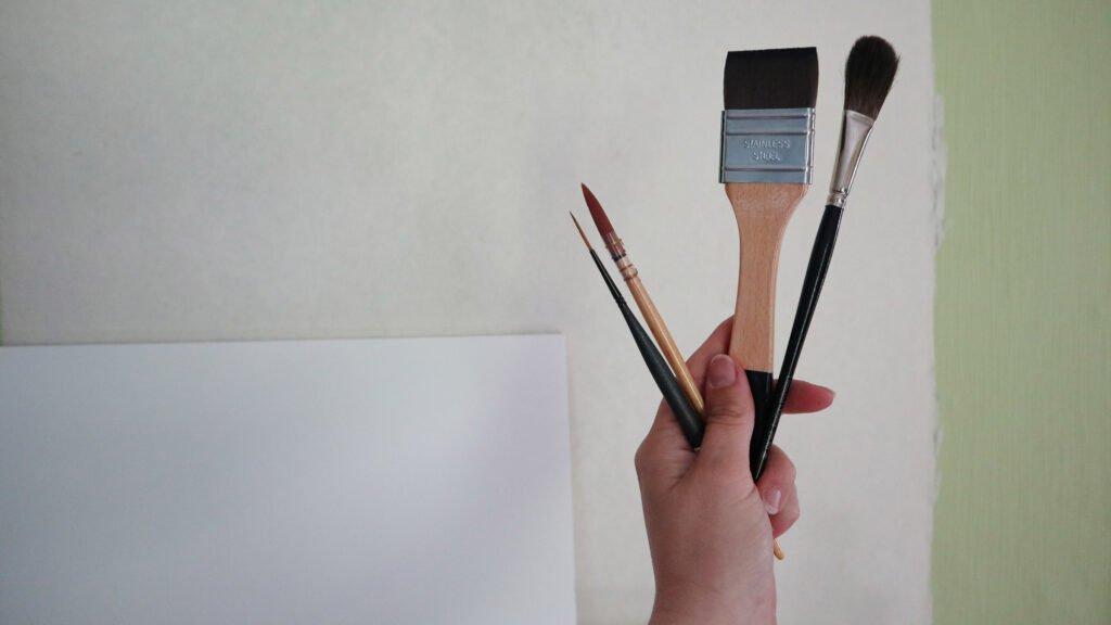 Größere Formate machen größere Werkzeuge möglich: Vom kleinen Pinsel zu eher größeren.