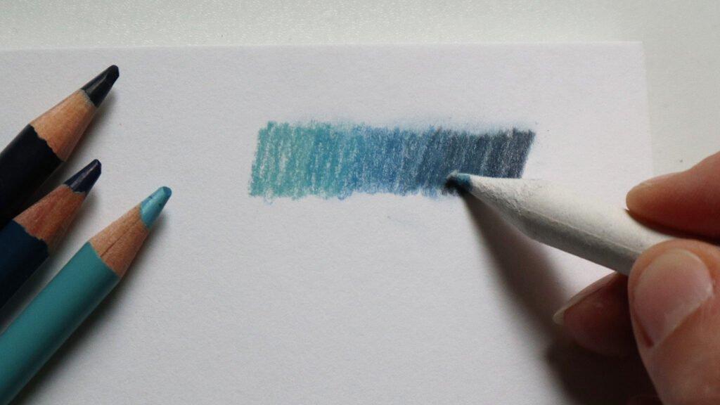 Vermischen der Pigmente auf dem Papier mit dem Papierwischer (Estompe).