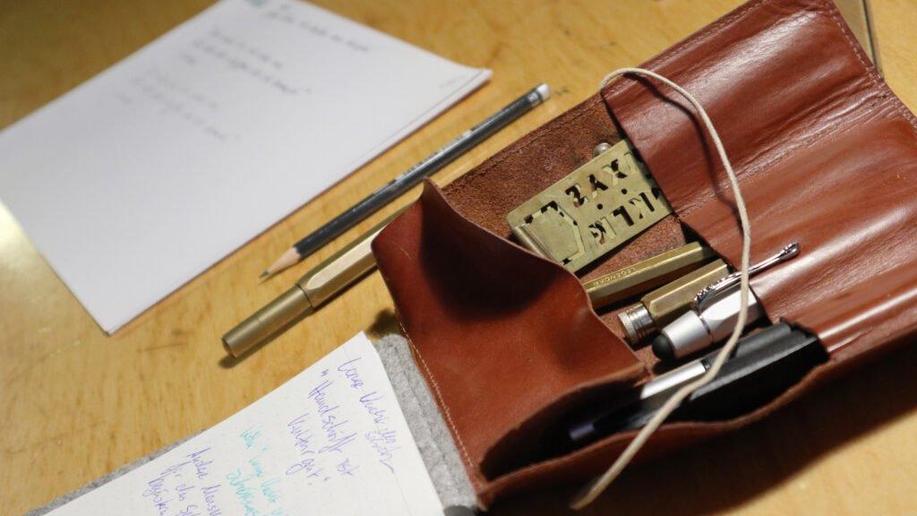 Jeder Teilnehmer des Workshops hatte seine Lieblingsfüller dabei.
