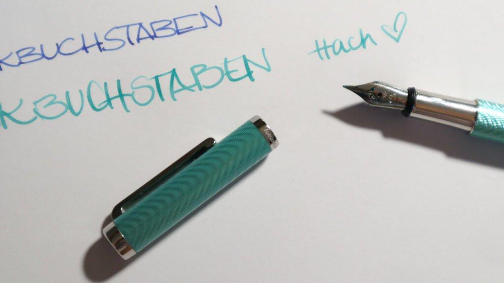 Hach – Ein feiner Füller mit flexender Feder.